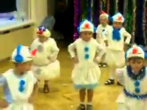 прикольный снеговик))) funny snowman))))
