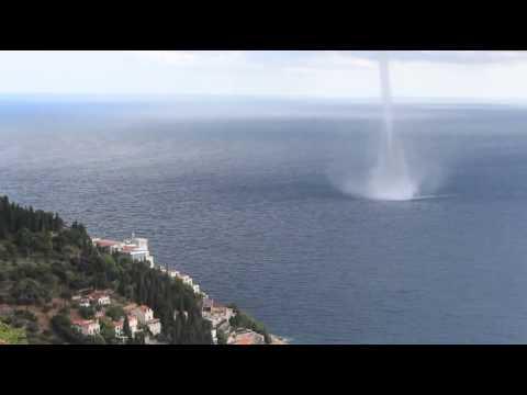 Une impressionnante trombe marine au large de dubrovnikl - Trombe d eau ...