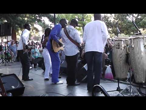 Oliver Mtukudzi at Los Gatos Music in the Park, July 2013   Guitarist: Zivanai Masango