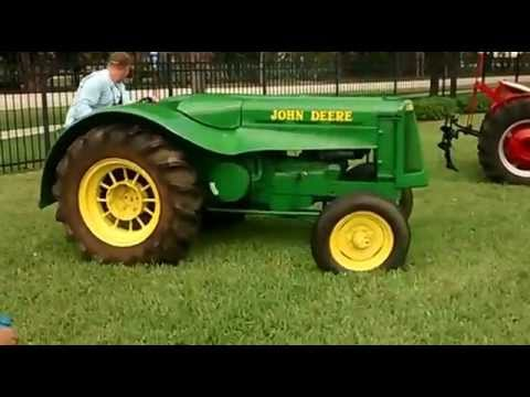 1952 John Deere Antique Tractor