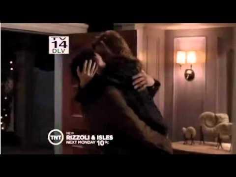 isles Rizzoli lesbian kiss and