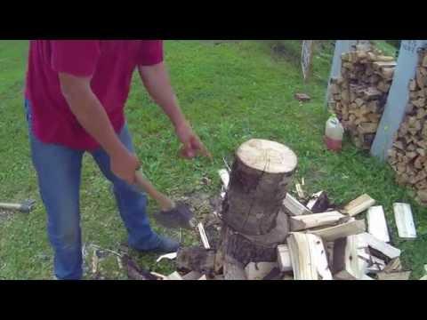 Три вида техники  колоть дрова.