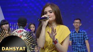 Si cantik Ferzie menyanyikan lagu ciptaan Ahmad Dhani