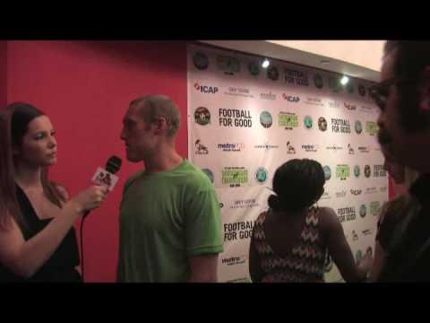 DJ Mayonnaise Hands and Julia Allison vs Martin Nash