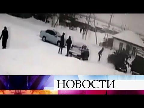 В алтайском городе Камень-на-Оби автомобиль наехал на группу подростков.