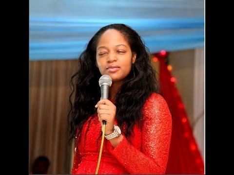 Watch Ooni of Ife New Wife,Naomi Oluwaseyi Singing & Speaking In Tongues