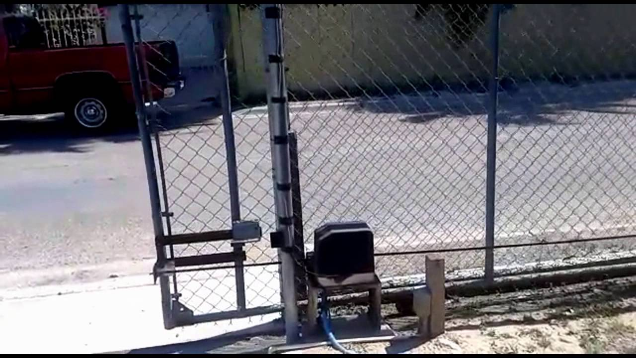 Gate1 174 Gate Opener Opening And Closing A Chain Link Gate