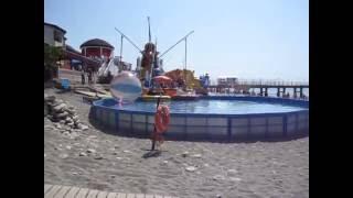 Отдых в Лоо видео обзор(Отдых в Лоо у самого моря видео обзор снятое отдыхающими. Пляжный отдых аттракционы для детей и взрослых,..., 2016-06-26T17:07:41.000Z)