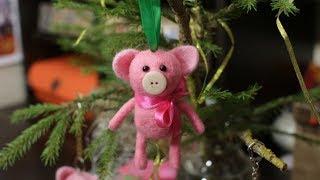 Свинки - елочные игрушки. Короткий Мастер-класс по сухому валянию из шерсти, для начинающих.