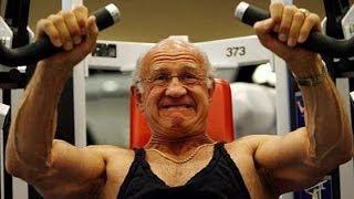 66 year old man in Gym/ 66 летний мужчина в тренажерном зале