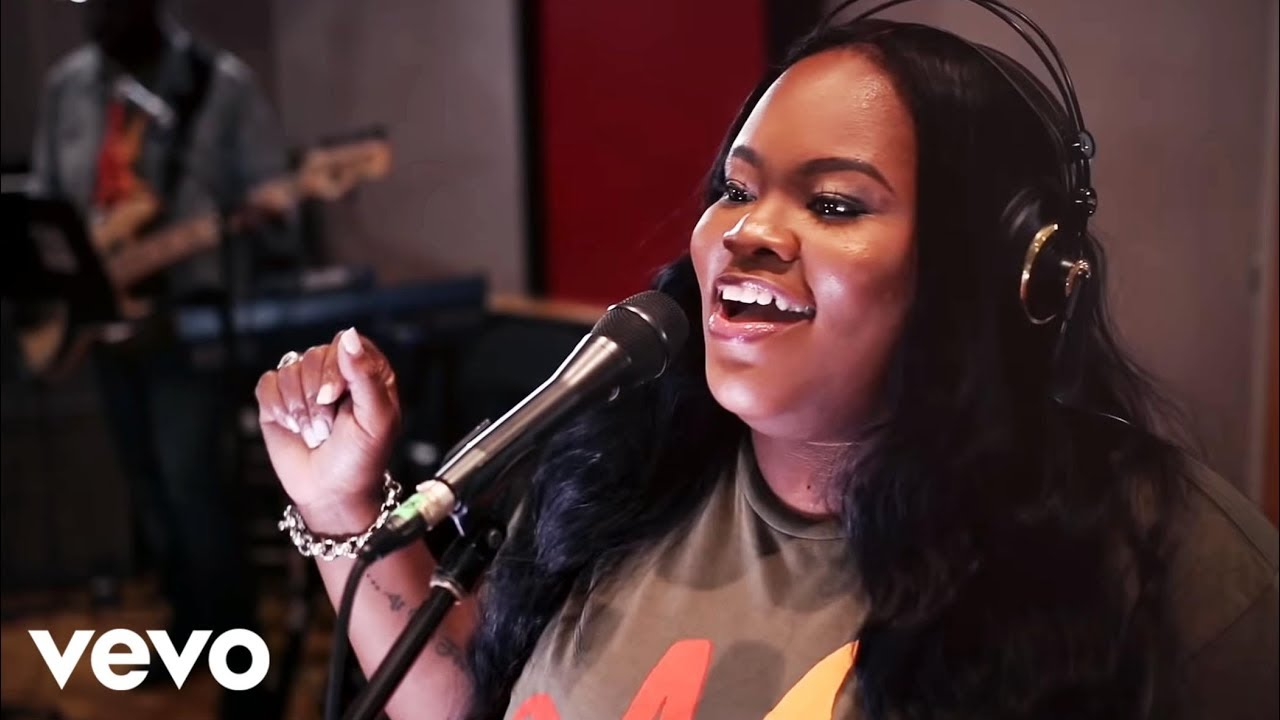Download Tasha Cobbs Leonard - The River Of The Lord