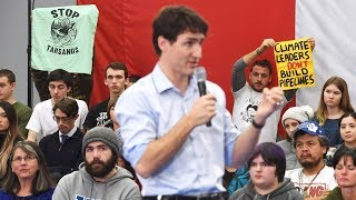 Trudeau frustrated by persistent heckling during event in British Columbia