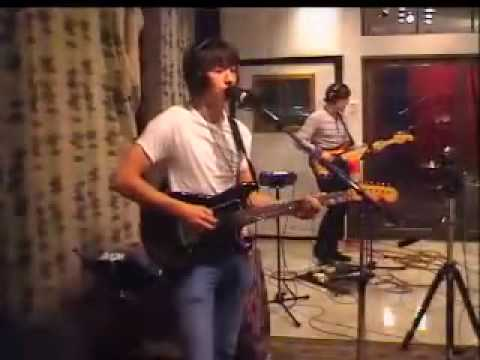Arctic Monkeys - Old Yellow Bricks [live at KCRW Radio 2007]