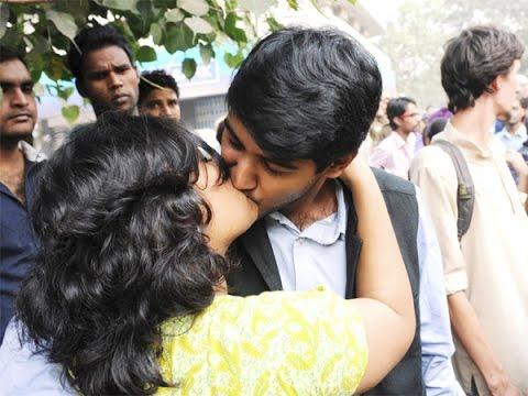 Imagini pentru Kissing in Public india