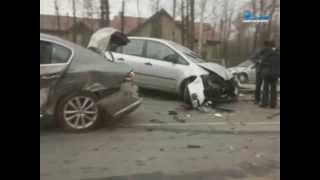 На перекрестке Выборгского и Песочного шоссе столкнулись восемь автомобилей(Сразу восемь автомобилей попали в серьёзную аварию на перекрёстке Выборгского и Песочного шоссе. Днём..., 2015-03-29T06:03:18.000Z)