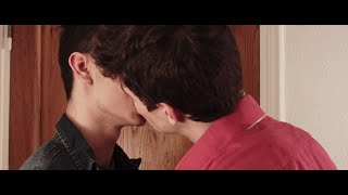 Gay short film : «Pourquoi mon fils ?» - 15 subtitles (AUTOMATIC)