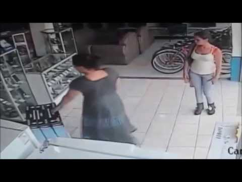 Women theft in showroom stolen LED   New Delhi TV Showroom