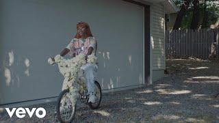 Смотреть клип Tkay Maidza - White Rose