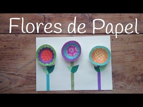 Flores de papel fáciles y rápidas hechas con papeles de cupcakes