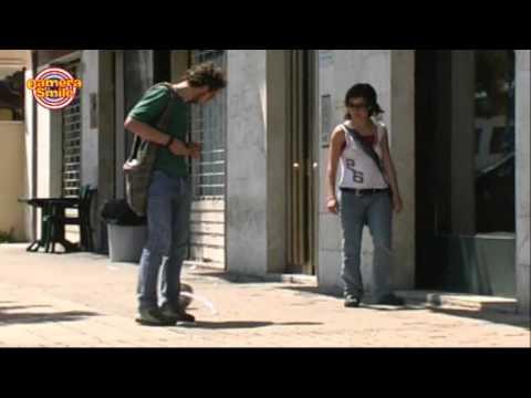 Candid Camera - Scherzo per strada: tira la palla!