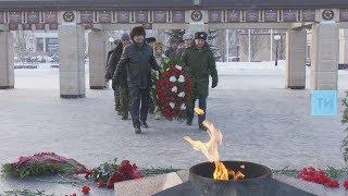 В казанском парке Победы состоялось возложение к Вечному огню