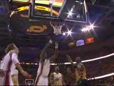 Great Cavs Teamwork & Anderson Varejao Flips In the Finish