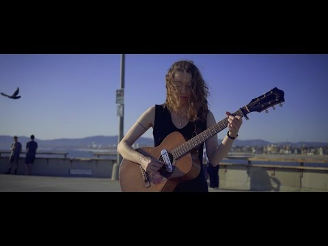 Simone White: Genuine Fake (Acoustic live)
