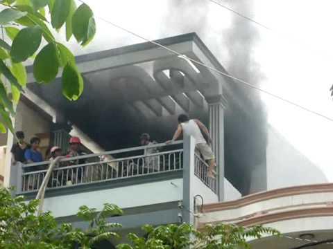 Trà Vinh - Cháy tầng 3 ở cửa hàng nước sơn & ống nước (22-10-2010)