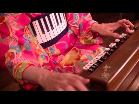 矢吹紫帆の電気大正琴の即興演奏