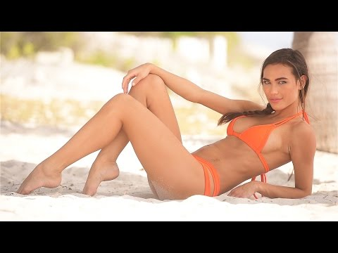 How to Pose Swimwear Models