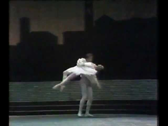 Romeo & Juliet - Nureyev, Fracci, Fonteyn - 5/8 Juliet's Bedroom