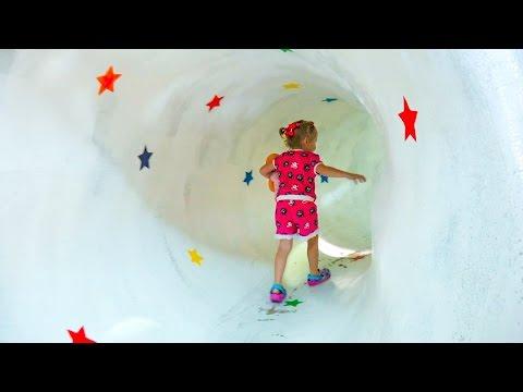 Влог: Настя едет в детский музей с горками и мишками тедди - Видео приколы ржачные до слез