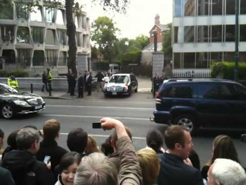Barack Obama Car gets stuck at Dublin Embassy 23rd May 2011 Part 2