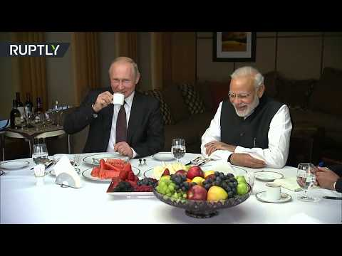 Lavish Sochi tour: Putin & Modi meet for first informal summ