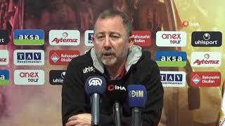 Sergen Yalçın: ''Ozan Tufan'ı futbolcu olduğuna ikna etmeye çalışıyoruz''