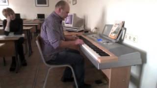 Первые уроки игры на синтезаторе