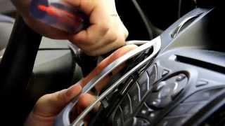 видео Как обклеить детали салона автомобиля карбоном (пленкой под карбон)