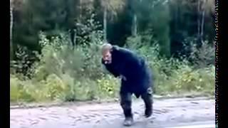 Бомж отжигает Ржака до слез