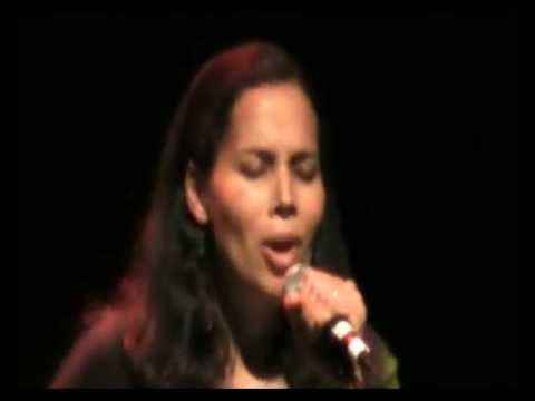Carolina Chocolate Drops - Rhiannon Giddens (Scottish Gaelic)
