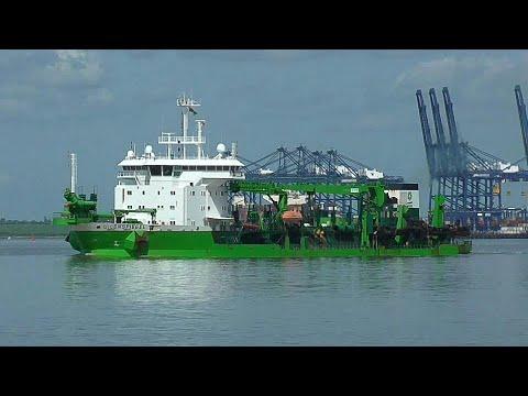 Hopper dredger UILENSPIEGEL departs harwich harbour for dumping ground 3/5/18