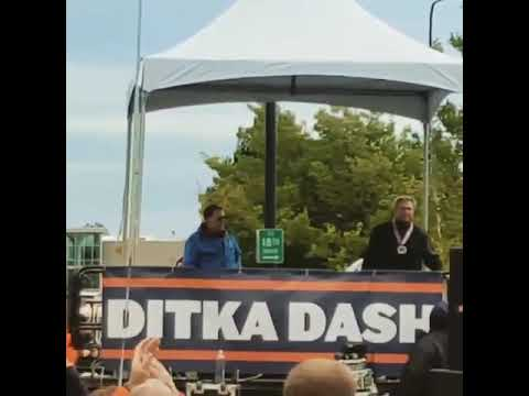 Mike Ditka Blesses The Crowd At Ditka Dash