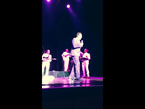 Smokey Robinson live in Atlantic City!