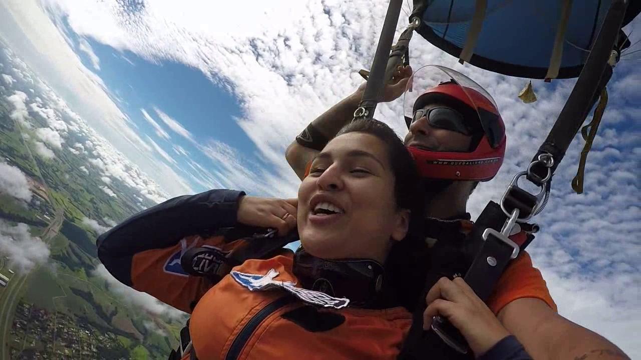 Salto de Paraquedas da Erika na Queda Livre Paraquedismo 07 01 2017