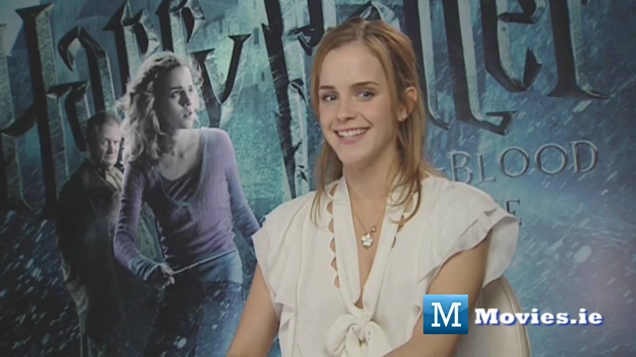 Emma Watson (Hermione) talks about KISSING Rupert Grint ...