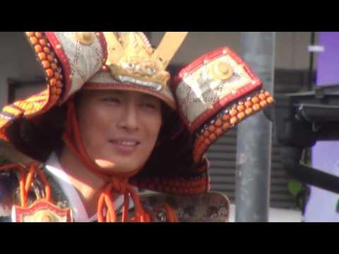 福島県国見町で行われた、今年で20回目となる「国見町義経まつり」です。 義経役には、松田悟志が、静御前役には、白羽ゆりが扮しました。