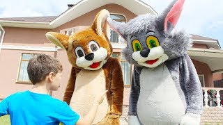 Funny video For Kids - Ali, Tom and Jerry Pretend Play in the House