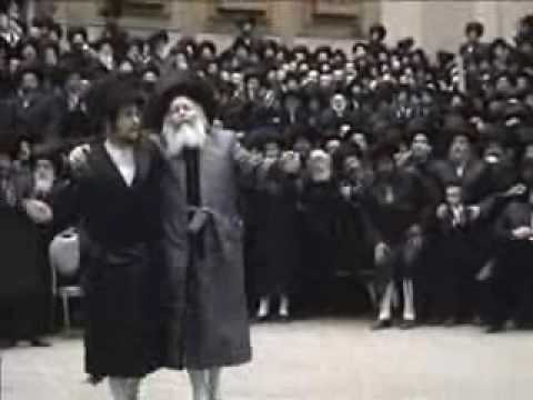 Bobover Rabbi dancing Mitzva tants
