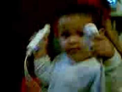 baby jugando wii (box)