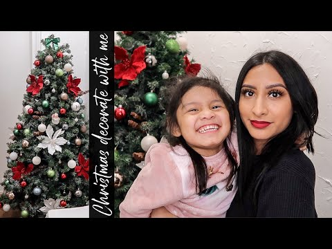 DECORATING MY CHRISTMAS TREE 2020 ft. My bathroom | TRADITIONAL RED, GREEN & WHITE THEME