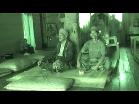 Rumah Adat Kembar Suku Manggarai Flores